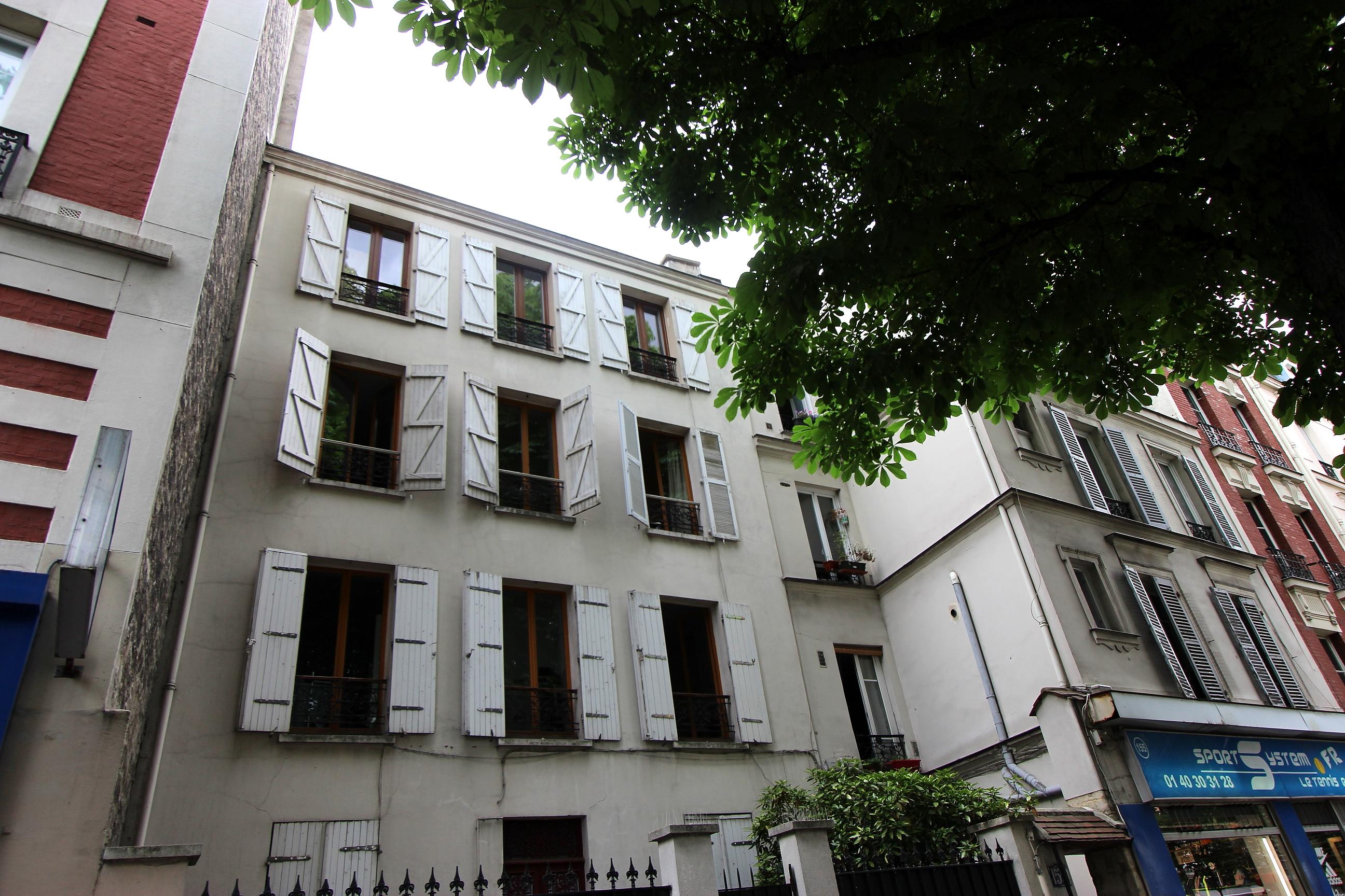 Studio 16.11m² (26.11m² surf. au sol) <br /> M° Porte de Bagnolet - Paris 20ème <br /> 179 500 €