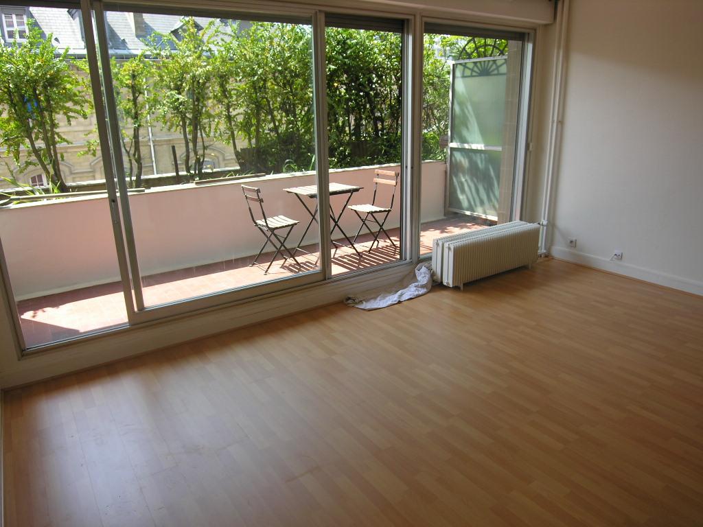 Studio 37,6m² + Terrasse <br /> Paris 20ème - Gambetta <br /> 350 000 €